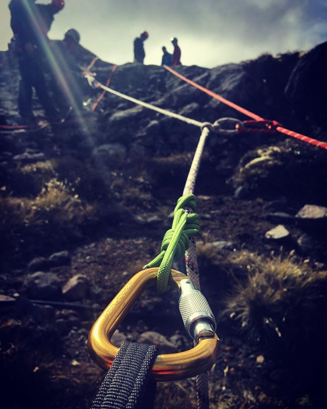 Dual-tension system cliff rescue training with the team at Mt Ruapehu. Good to add full redundancy, compared to the main line - belay line system. Another great day at the office. Ruapehu Alpine Rescue Organisation. @landsarnz #RARO @mtruapehu @hillaryoutdoors #rescue #mountain #mountainrescue #climbing #cliff
