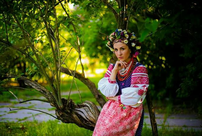 UKRAINIAN VILLAGE SONGS & TRADITIONS WITHINNA KOVTUN -