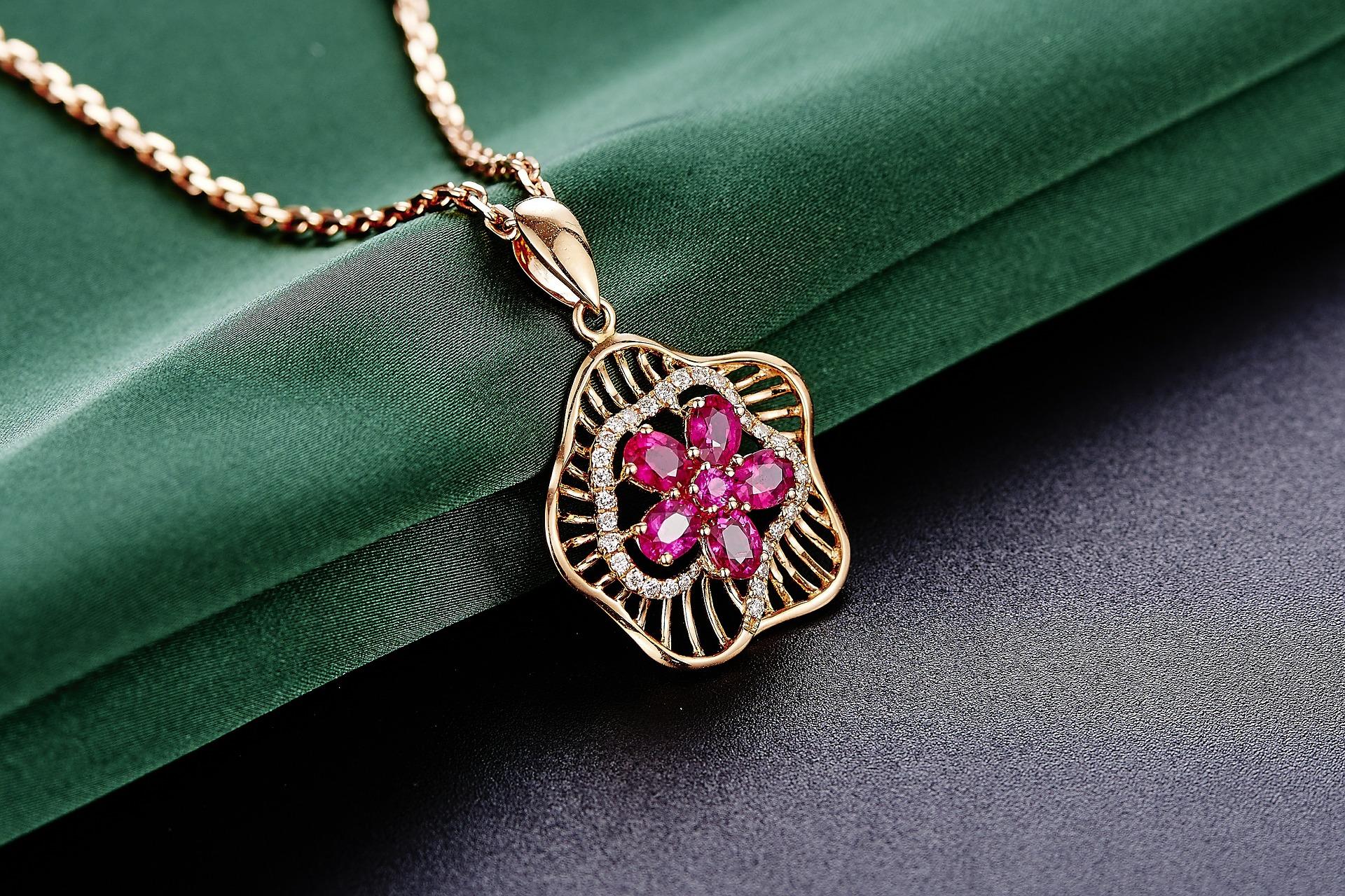 jewelry-625722_1920.jpg