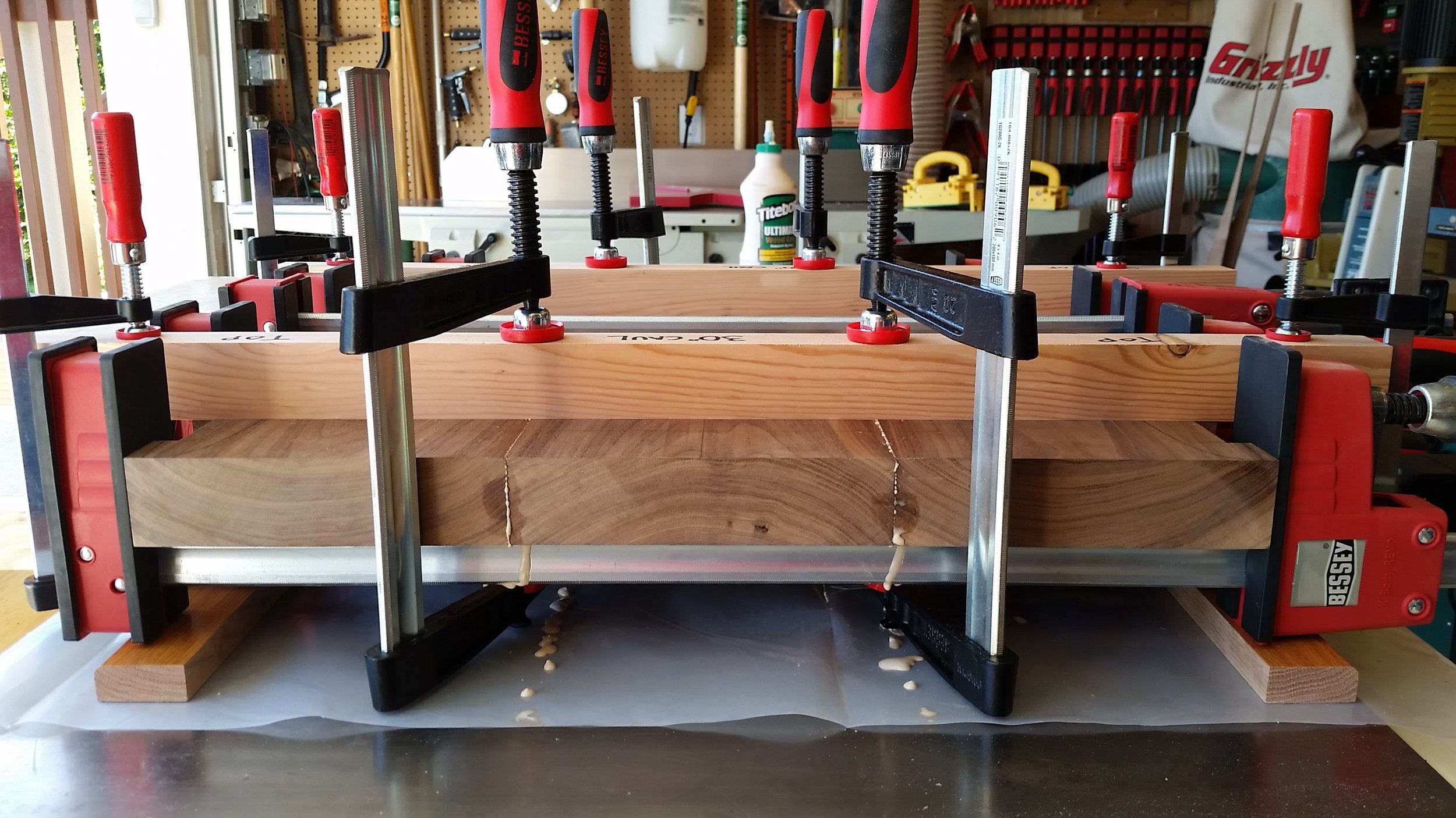 Front view of the clamped seat boards.