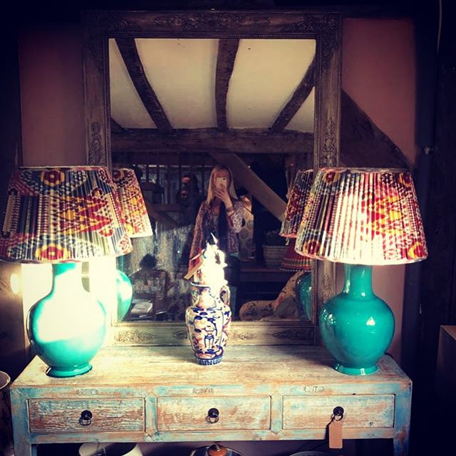 The sun was shining on The Granary for @nels_eyreinteriors @felicitybuchanandesigns utterly stunning pop up sale this evening.  It was bursting with visionary delights, unique treasures and a brand new range of exquisitely hand drawn fabrics 👏 We were so happy to see our lampshades amongst the mix too 😉 #bespokelampshades #popupsalehampshire