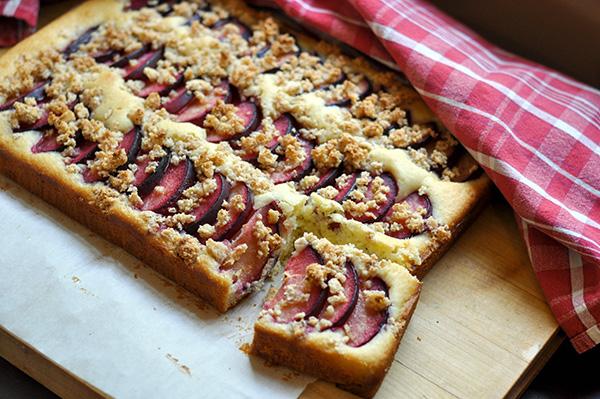 Amaretti Plum Crunch Cake_baked-0030.jpg