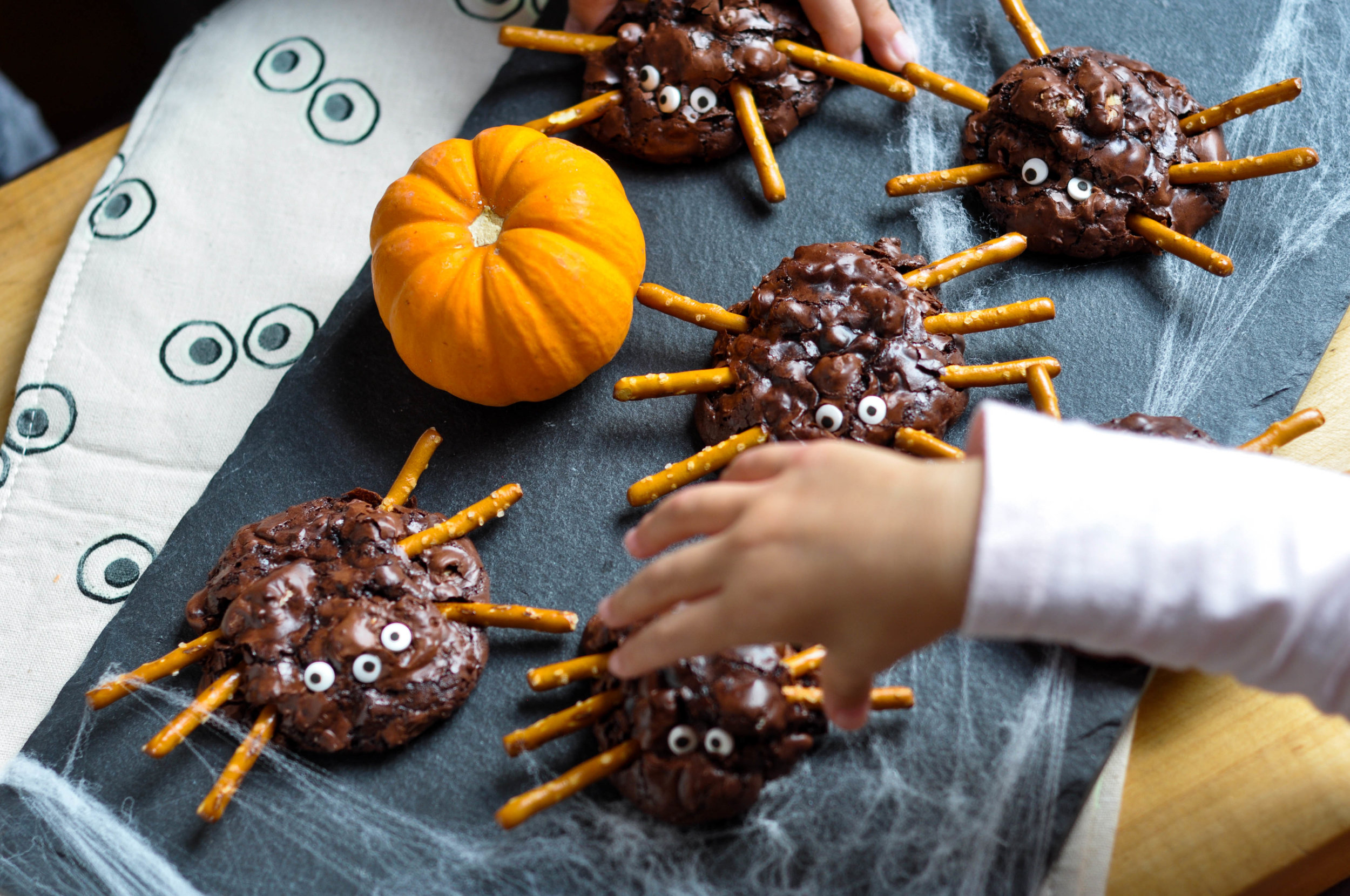 Chunky Chocolate Pecan Brownie Spiders_little hands-0113.jpg