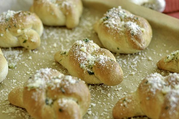 Garlic Knots_CU Pan.jpg