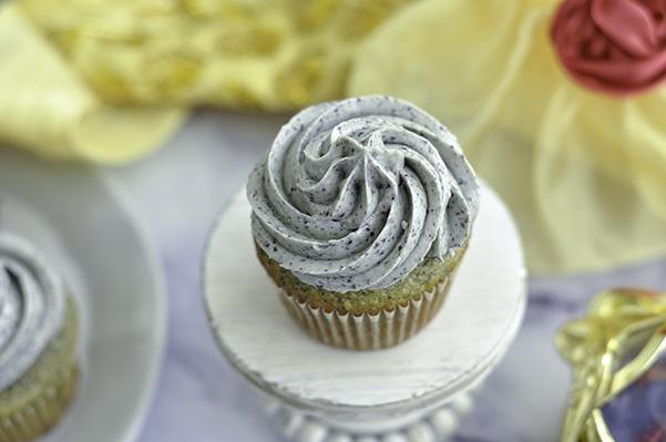 Black Sesame Cupcakes_Single Beauty.jpg