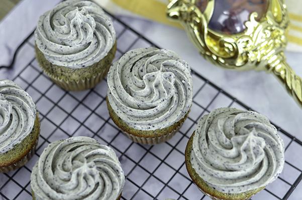 Black Sesame Cupcakes_wire rack.jpg