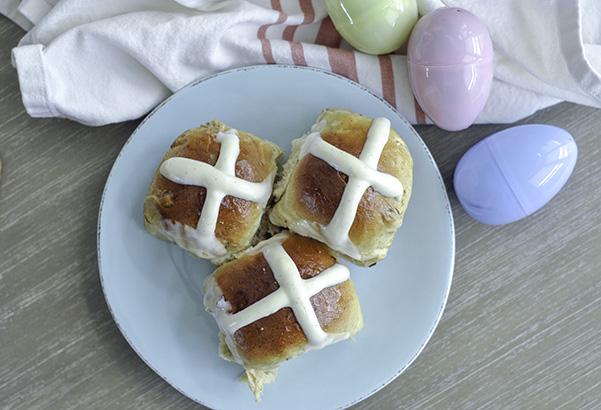 Cardamom Raisin Hot Cross Buns_plate of buns overhead.jpg