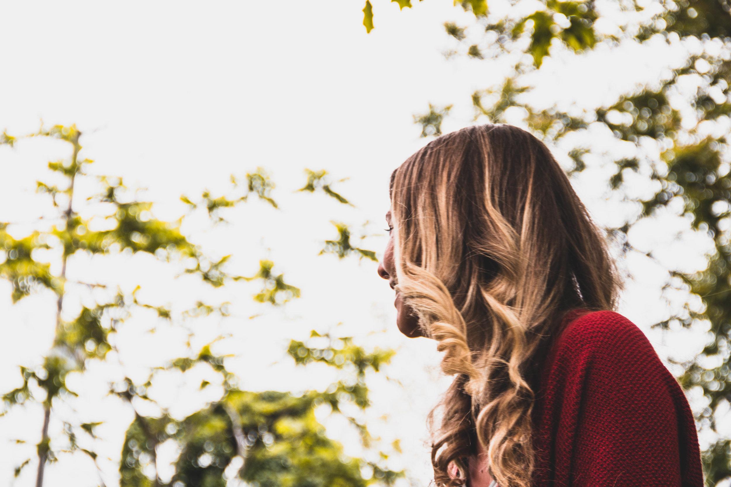 Sara_Lookaway.jpg