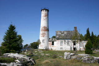MLS assessed the condition of the Poverty Island Light Station, Garden Peninsula.