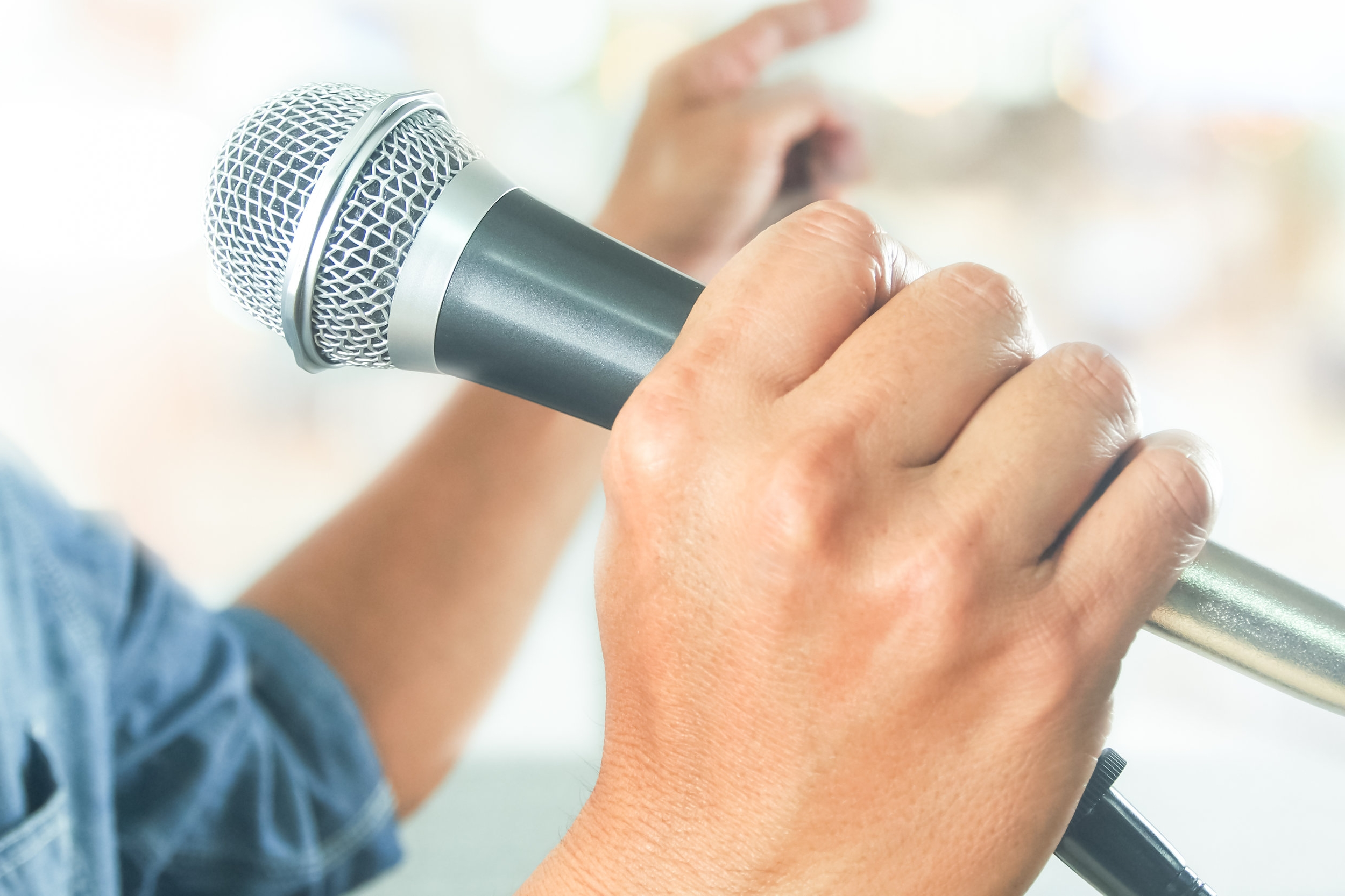 Microphone Skills.Handheld.PublicSpeakingSkills.PresentationTraining
