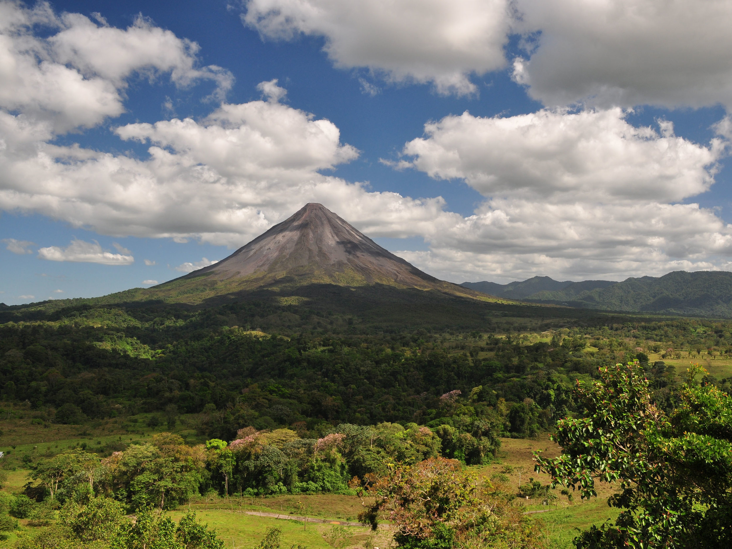 Arenal Volcano Costa Rica.jpg