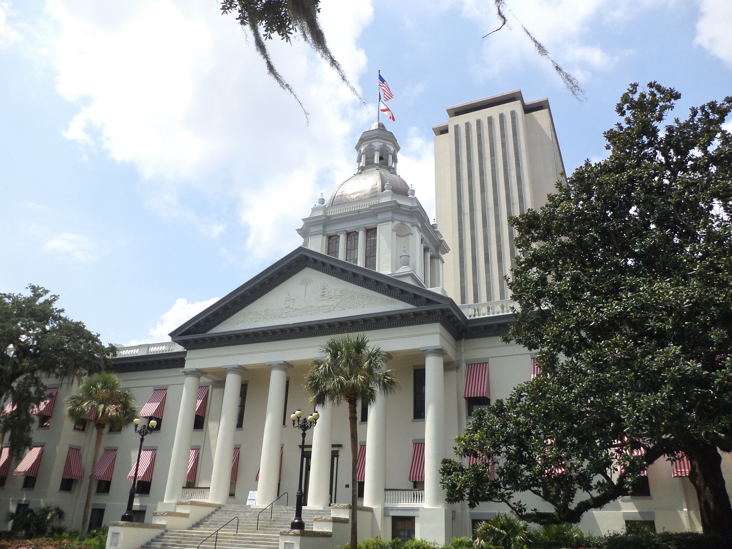 Florida's_Historic_Capitol_and_Florida_State_Capitol_2.JPG