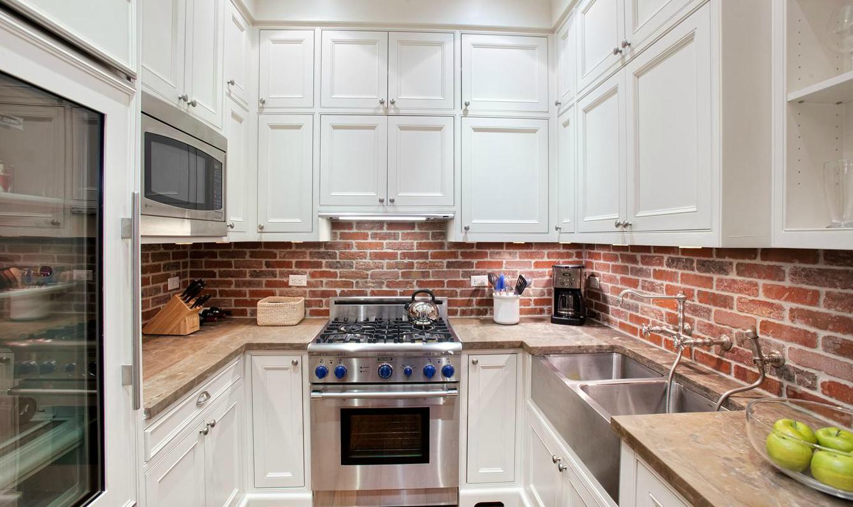 07-brick-backsplash-design-for-kitchens-homebnc.png