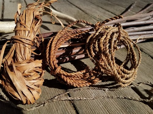 CORD MAKING FROM NATURAL MATERIALS SILAS BIALECKI -
