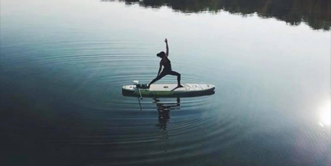 SUP Yoga Sally Lyons and ryan Richardson -
