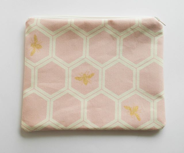 Pink bees! #cutebag #sewing #fabric #pattern #bees #pouch #cosmeticbag