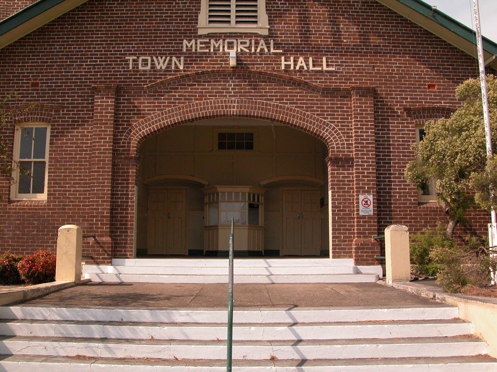 Wingham Memeorial Town Hall Front.JPG