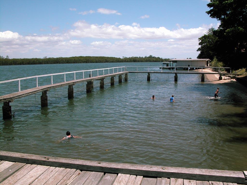 Croki Pool on Manning River 2.JPG
