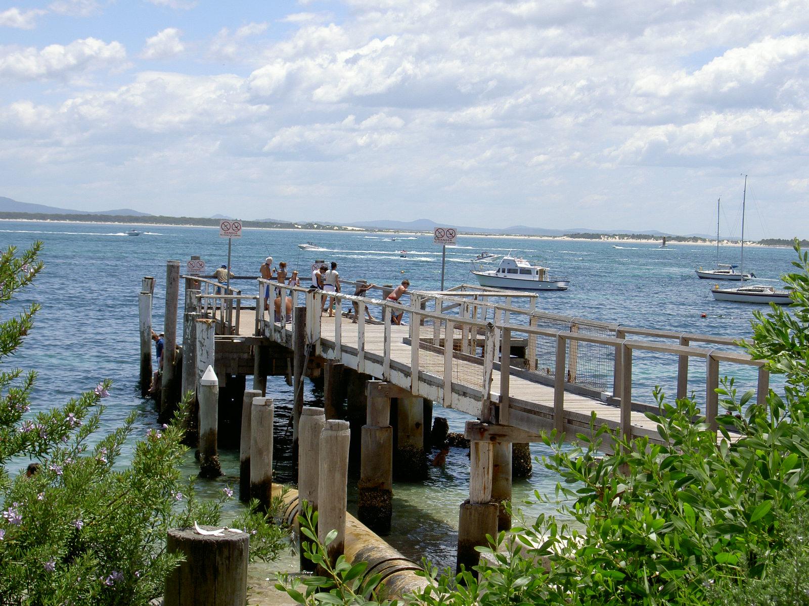 Shoal Bay jetty, PSC.JPG