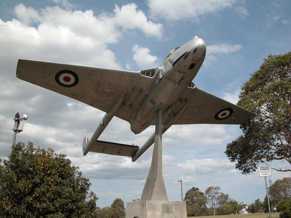 Monument in Wingham Park.JPG