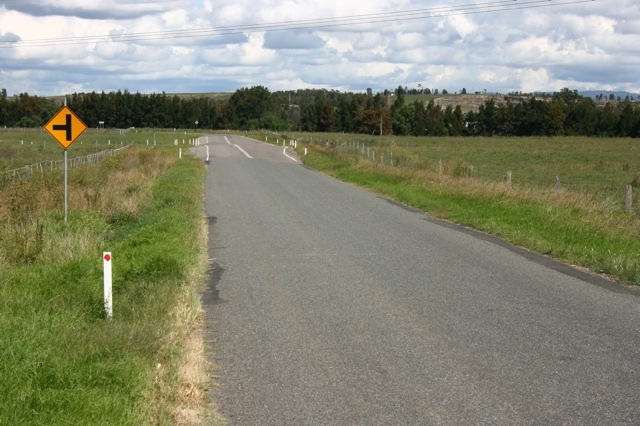 Hebden Road Off New England Hwy9.jpg