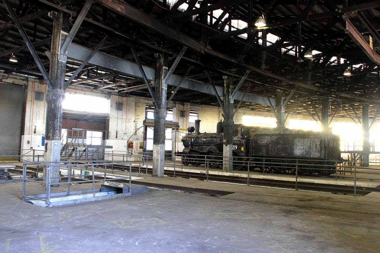 06-inside-roundhouse.jpg
