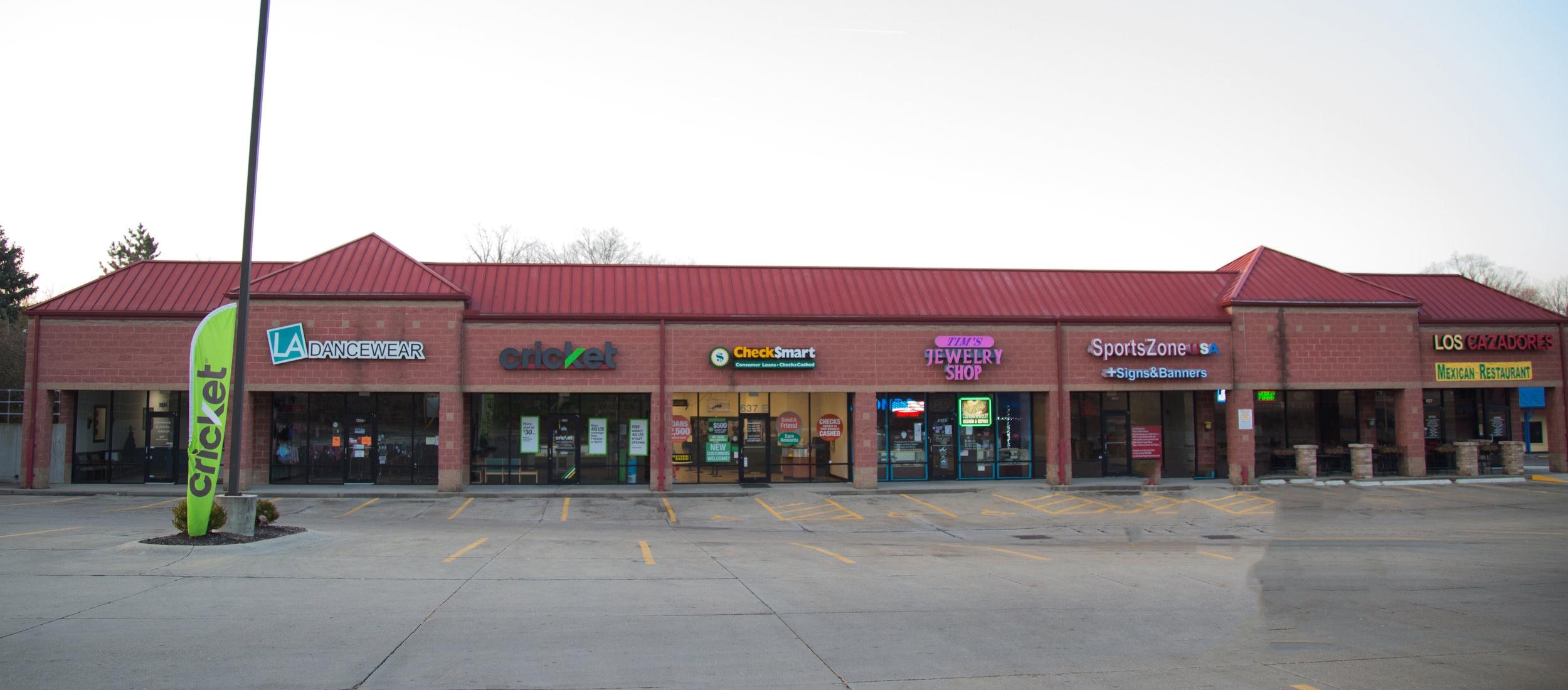 637 Ohio Pike - Cincinnati, OH