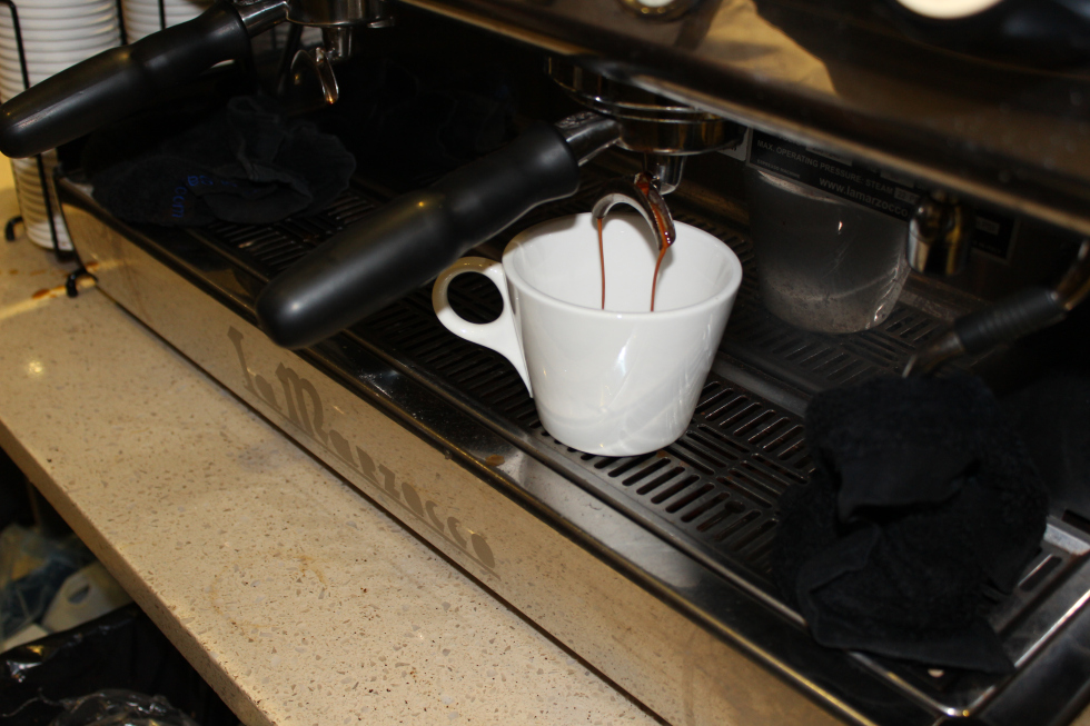 …and eventually forms a stream of coffee that lasts a few seconds.