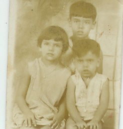 mama and her two brothers Joaquiěn and Rauěl.jpg