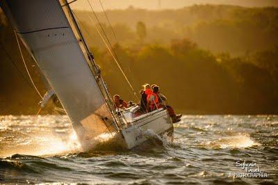 Kanaloa team sailing.jpg