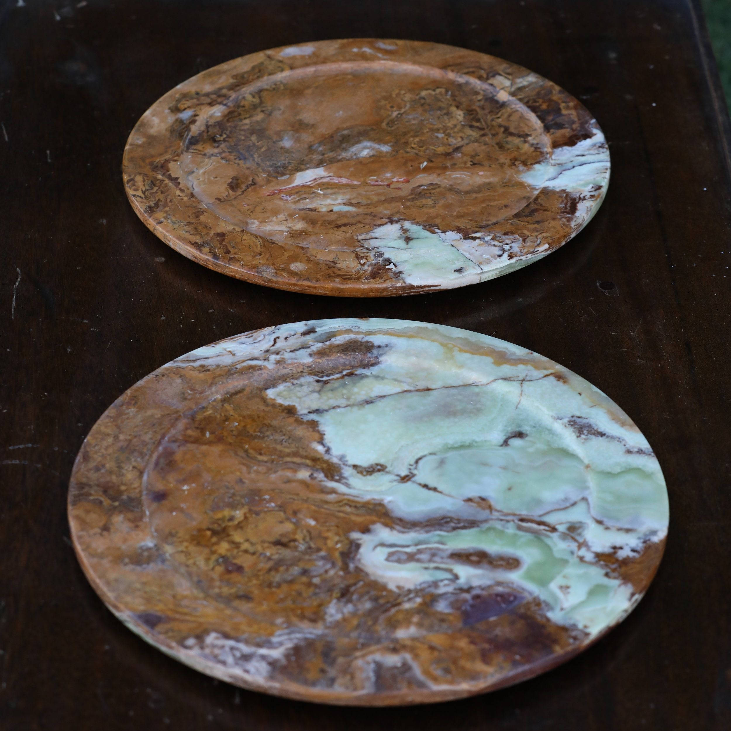 Mismatched granite stone charger plates. Varied colors. Wedding rentals in the Temecula Valley.