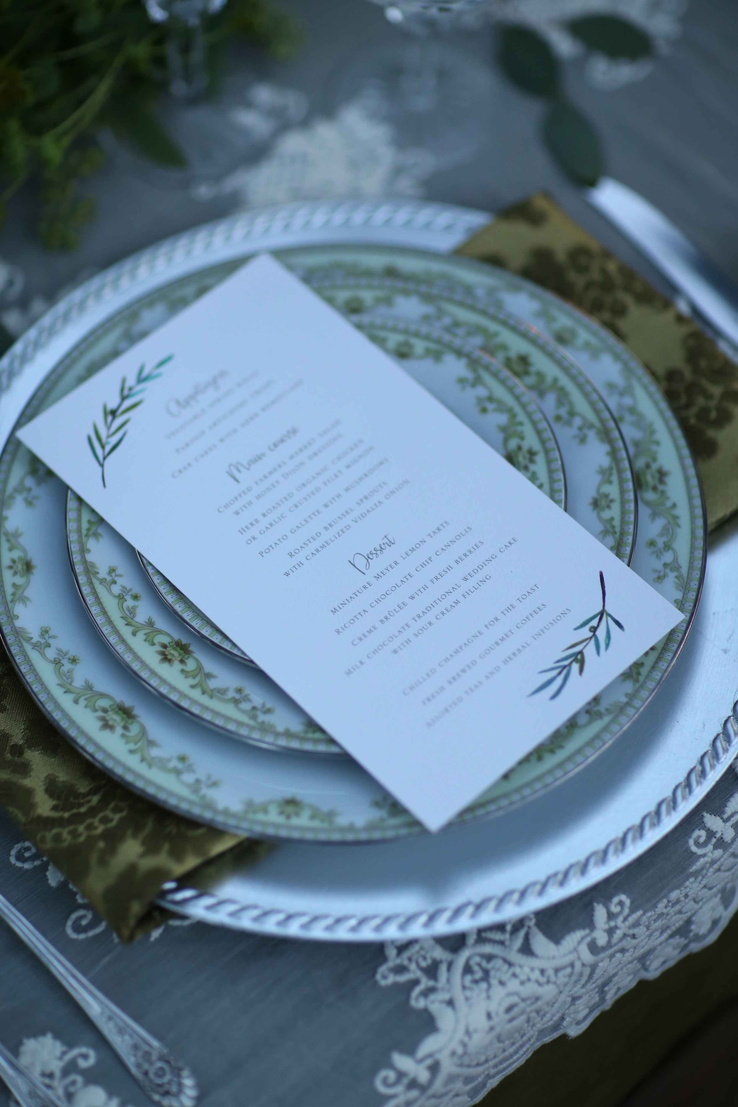 Vintage wedding rentals, mismatched china, charger plate, silver, napkins, linens.