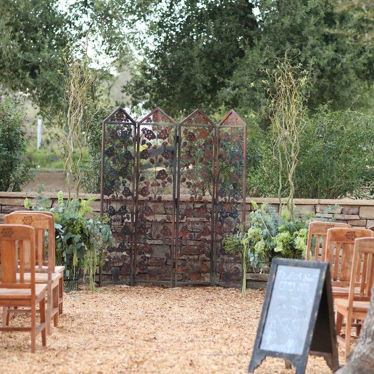 Metal rusty grapevine backdrop for a wedding ceremony. Vintage rentals in Murrieta.