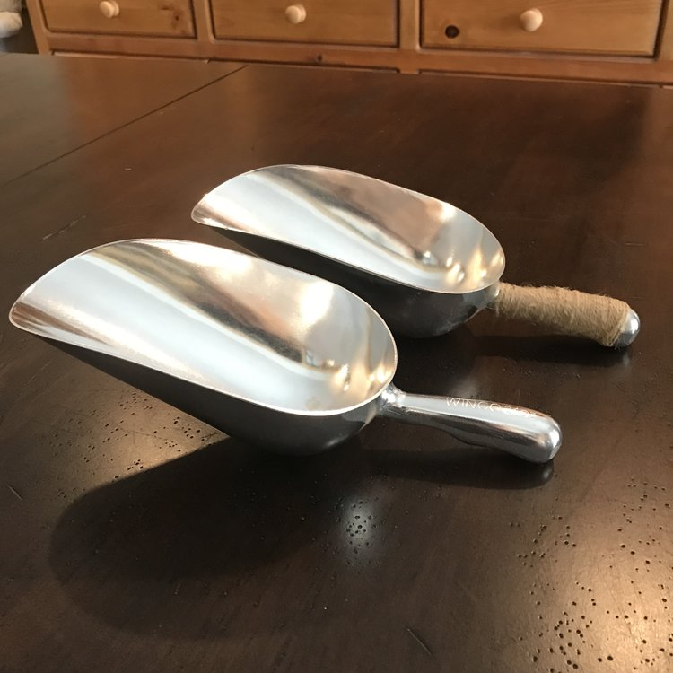 Large Scoop   24 ounce aluminum scoops. Good for popcorn, candy, ice, or even petals.