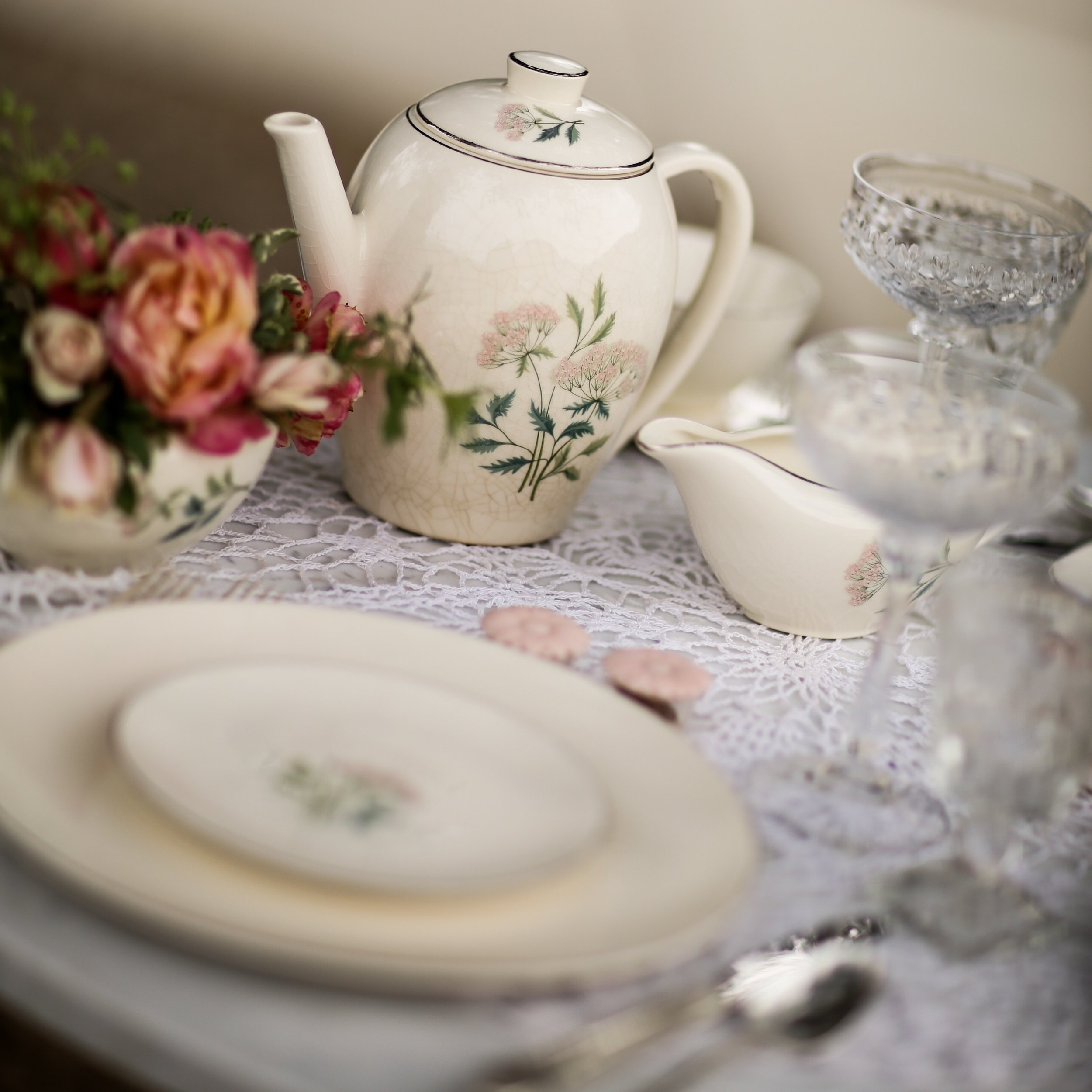 Homer Laughlin Ming Pattern tea pot and vintage china collection for rent in the Temecula Valley.