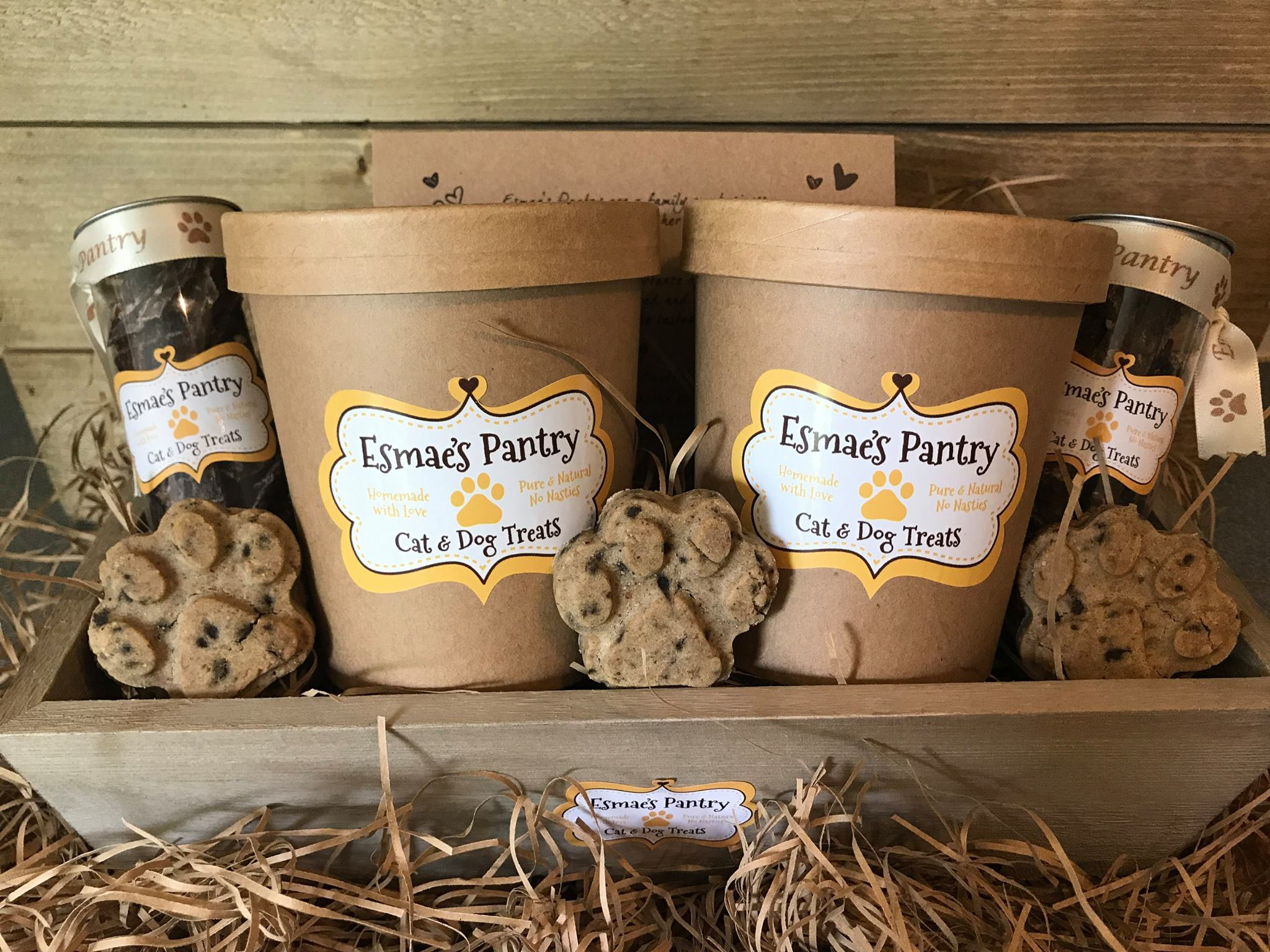 ESMAE'S PANTRY   Totally natural treats for cats and dogs - biscuits, jerky, chews and gifts   s https://esmaespantry.com/