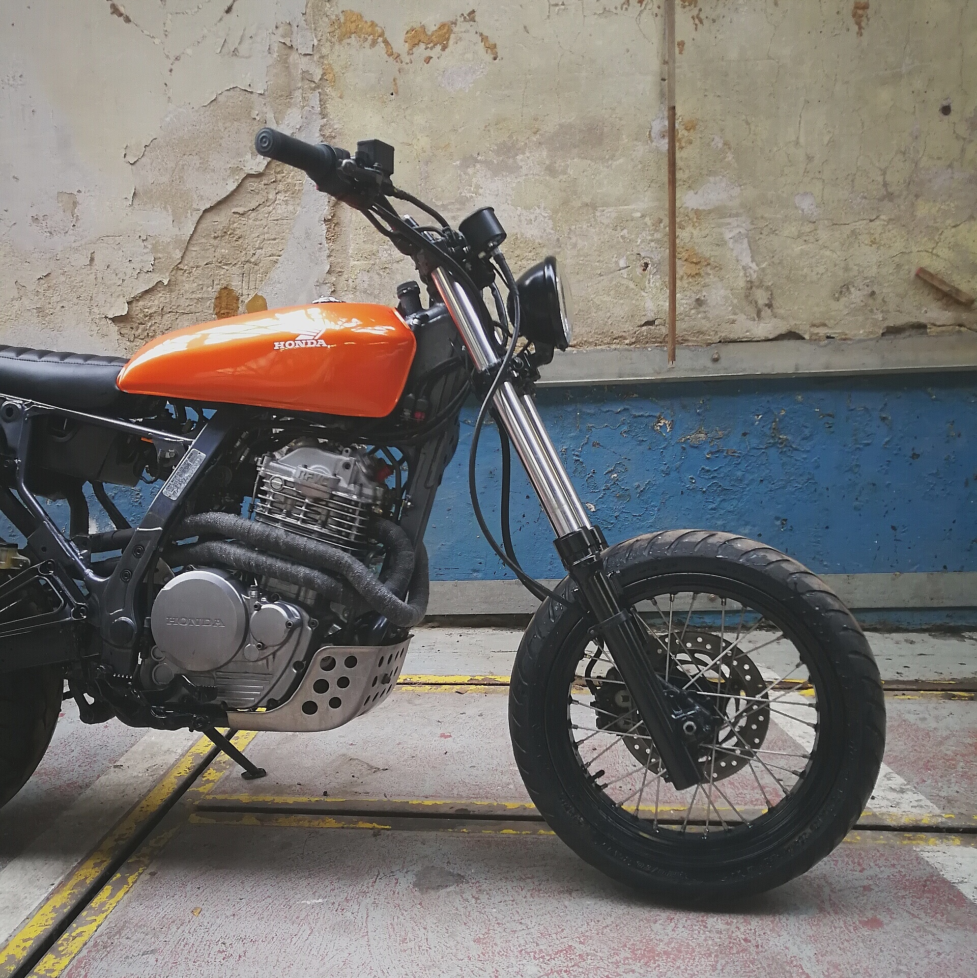 TOMA CUSTOMS HONDA NX650