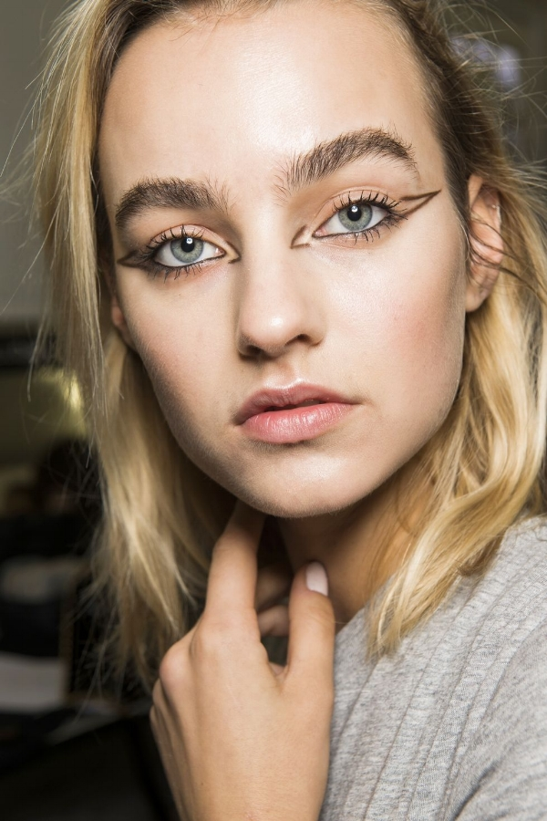 Graphic liner is a look which comes back season after season, and has been made much more widely accessible following the increased trend in festival make-up trends. This look is from L'Oreal Paris, and combines feathered brows and fresh, dewy skin.