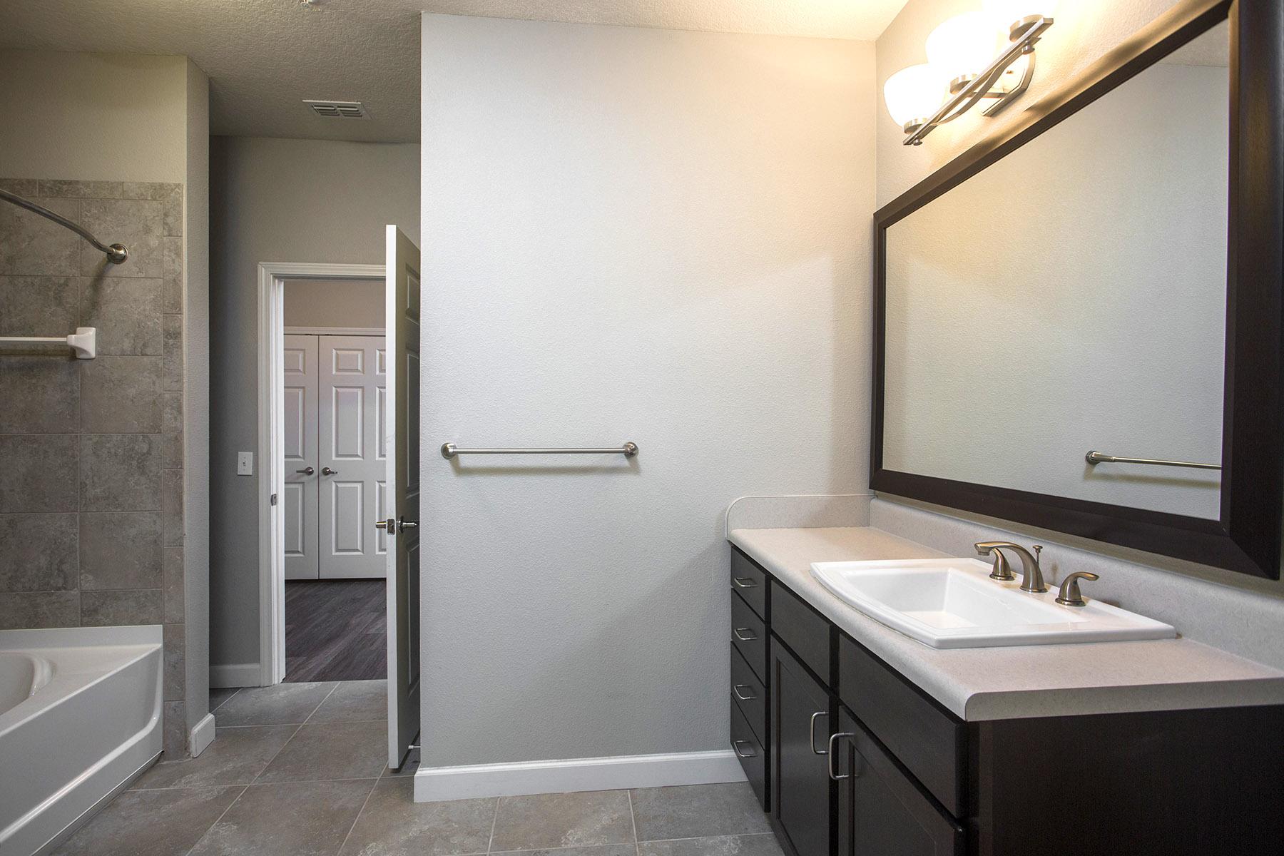 CharlestonEdge-Rental-Apartment-Brandon-Tampa-Florida-Pool-Bedrooms-Bathroom-1.jpg