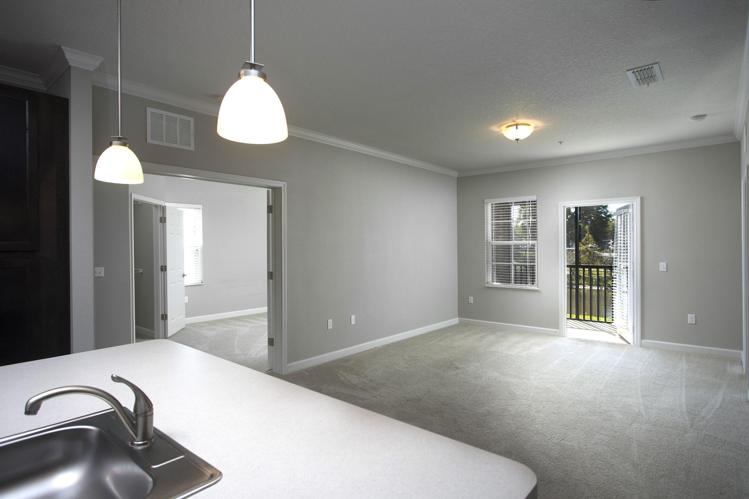 CharlestonEdge-Rental-Apartment-Brandon-Tampa-Florida-Pool-Bedrooms-Interior-2.jpg