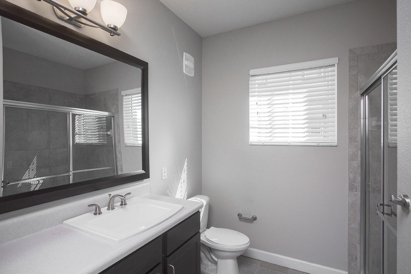 CharlestonEdge-Rental-Apartment-Brandon-Tampa-Florida-Pool-Bedrooms-Bathrooms-2.jpg