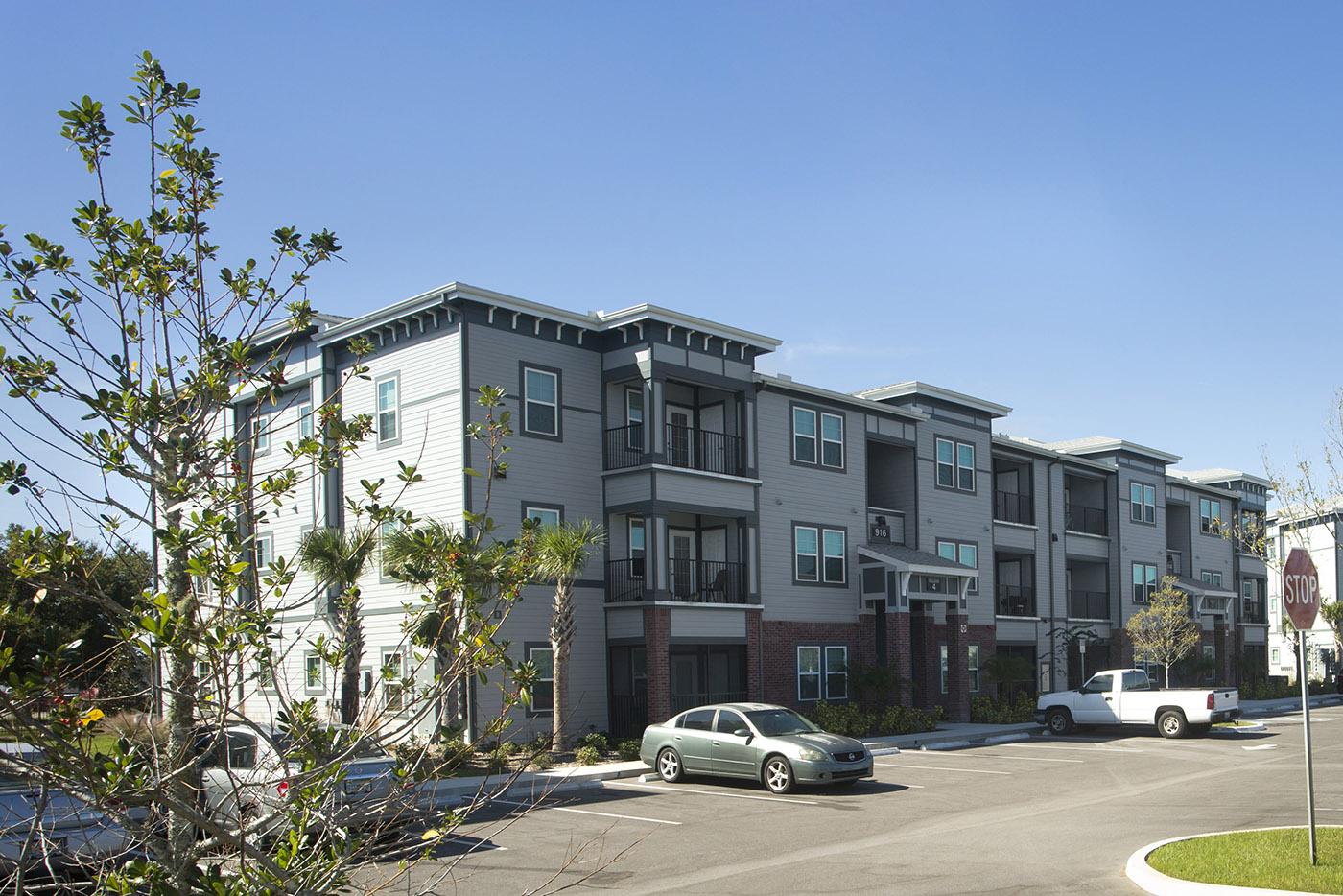 CharlestonEdge-Rental-Apartment-Brandon-Tampa-Florida-Pool-Bedrooms-Exterior-1.jpg