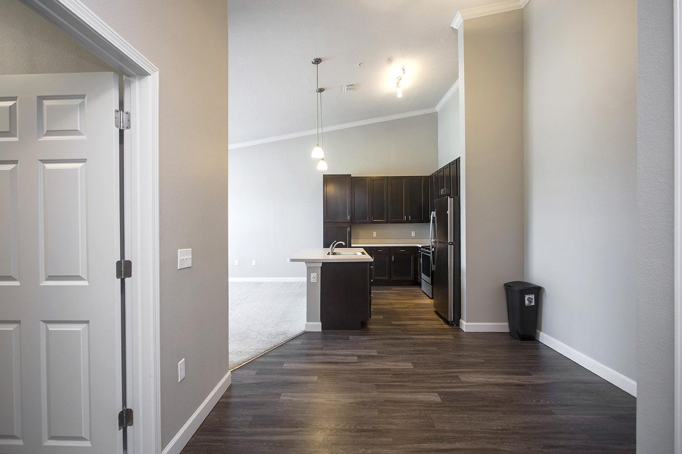 CharlestonEdge-Rental-Apartment-Brandon-Tampa-Florida-Pool-Bedrooms-Interior-6.jpg