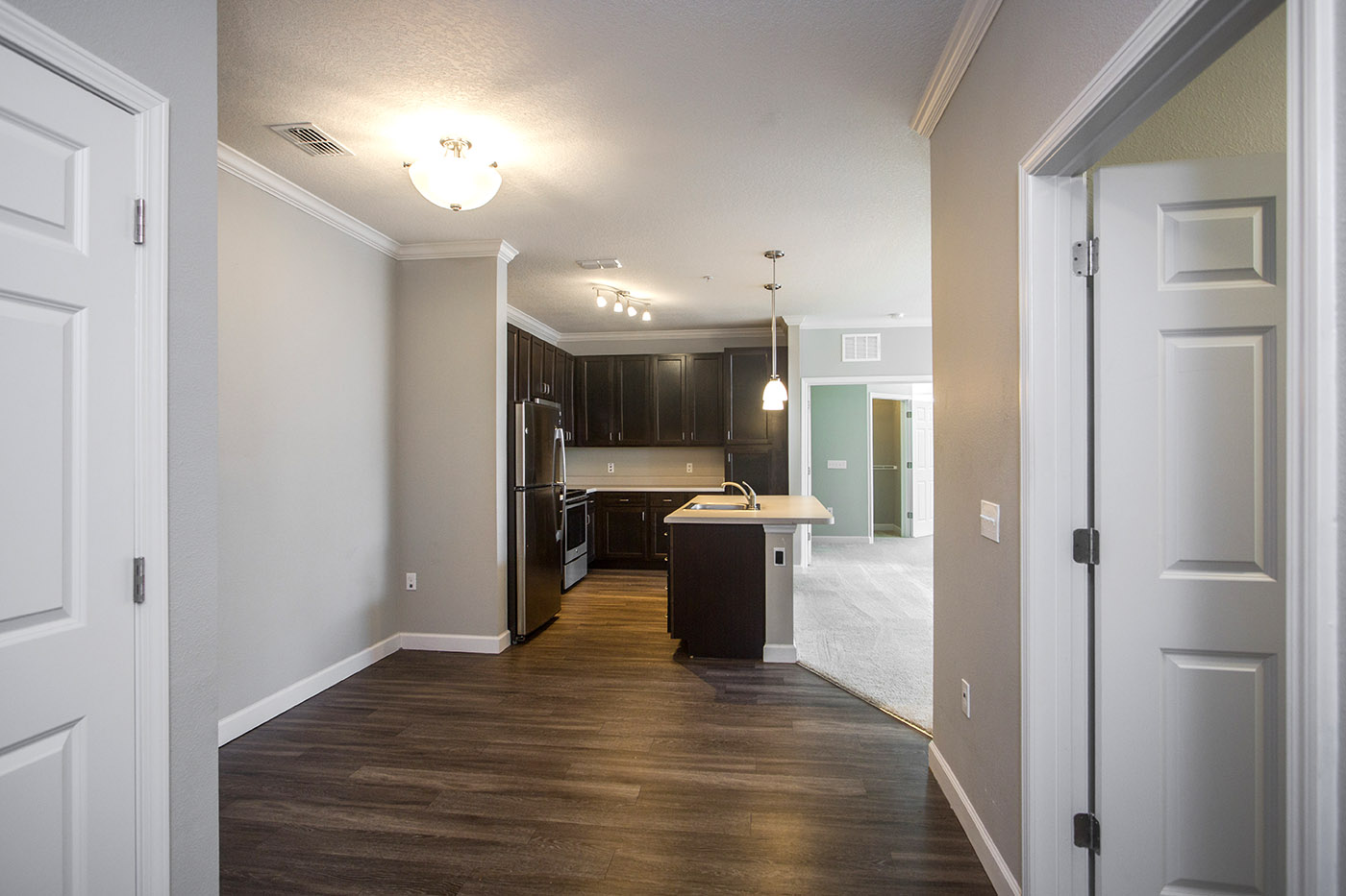 CharlestonEdge-Rental-Apartment-Brandon-Tampa-Florida-Pool-Bedrooms-Interior-7.jpg