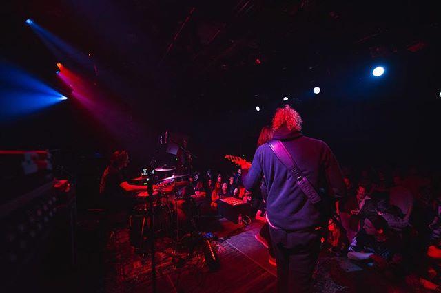 🔵🔴 📸: @smokinghot_concerts