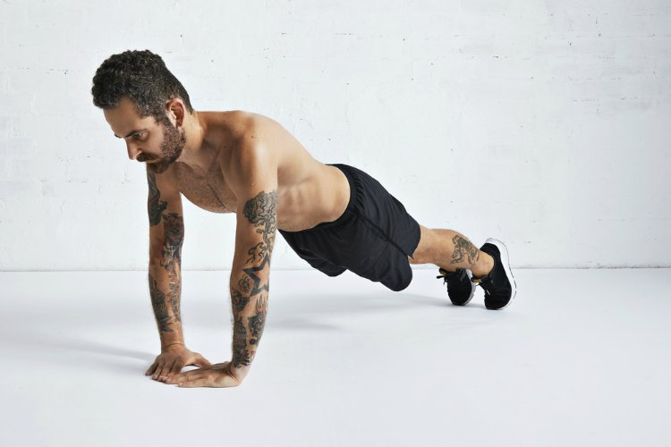 Bodyweight Tricep Exercise - Diamond Push Up