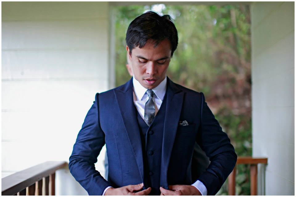 Joey looked very dapper in his Francis Libiran suit for the garden ceremony. <3