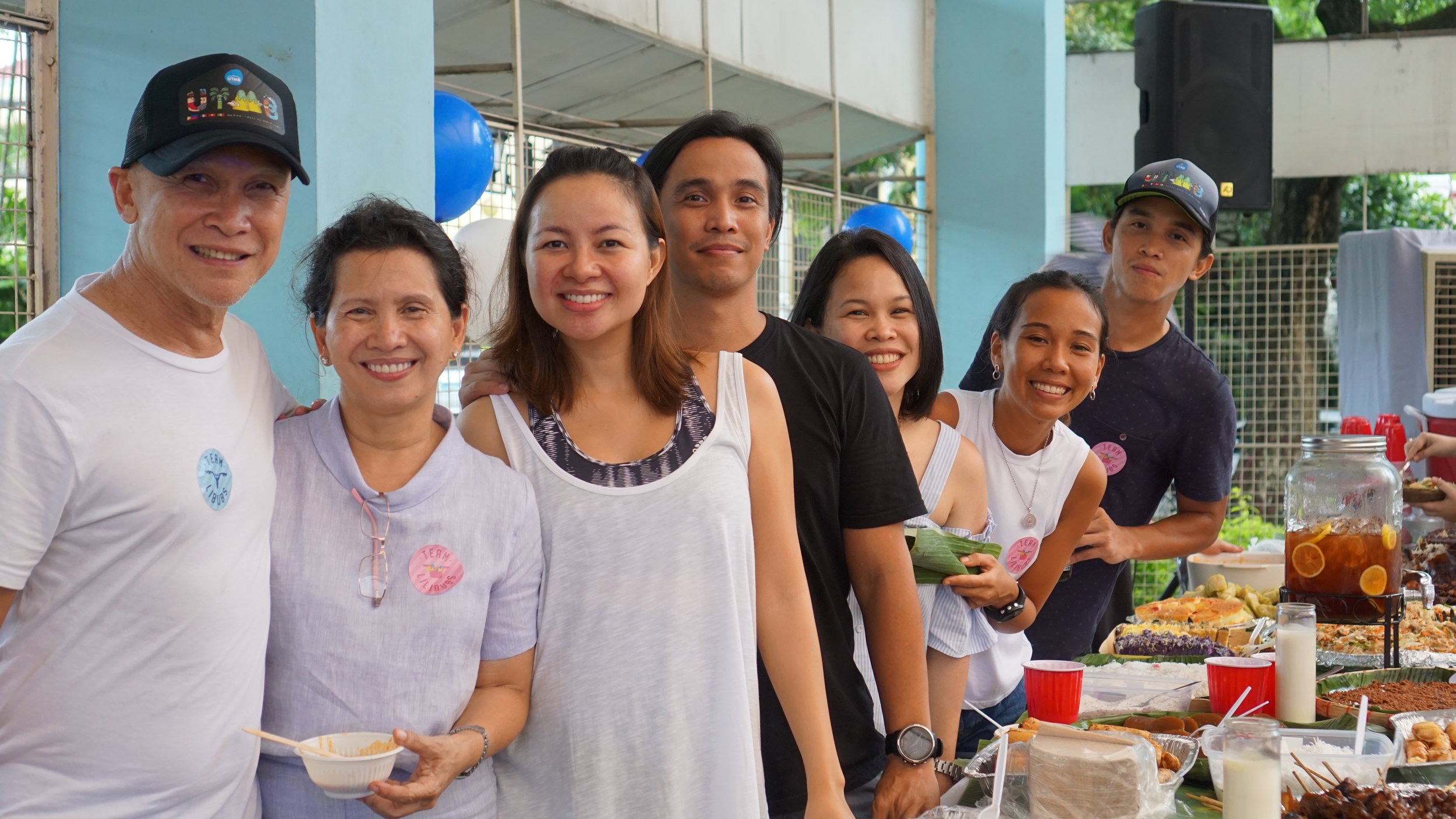 The Ramirezes manning the buffet table. Daddy Dan and Mommy Jing batting for different teams! :D