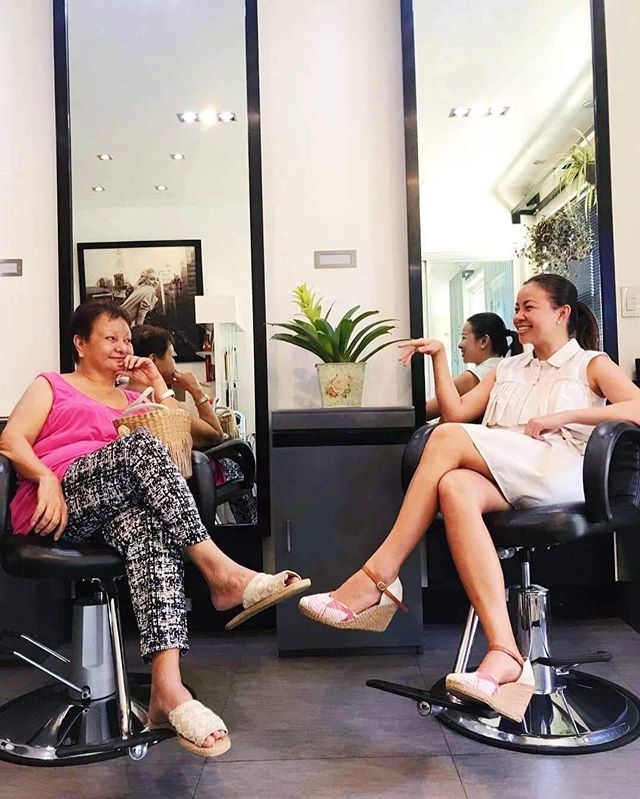 "Me asking my mom to fake converse for the picture because we're both wearing @tapakpinay shoes. I was ""teaching"" her how to be an influencer (as if!😆). swipe to see outtake 😂 . This was last Monday, and this photo would suggest that we're having a fun mom-daughter day at the salon. Actually, we were killing time at the salon while waiting for our reserved room at the hospital and I was trying to keep things light.. may I ask for a favor from you, my friends and followers? May I ask that you keep my mom in your prayers from today onwards, specifically, for her liver to regenerate to at least 40% functioning capacity, for the tumor in her liver to stop growing, for a successful open liver surgery to take out said tumor? The surgery is scheduled next month.. please, please pray with us. I am actually unsure if I should share this but I know that we need your prayers. Thank you in advance and may our Heavenly Father return your kindness towards us. ♥️"