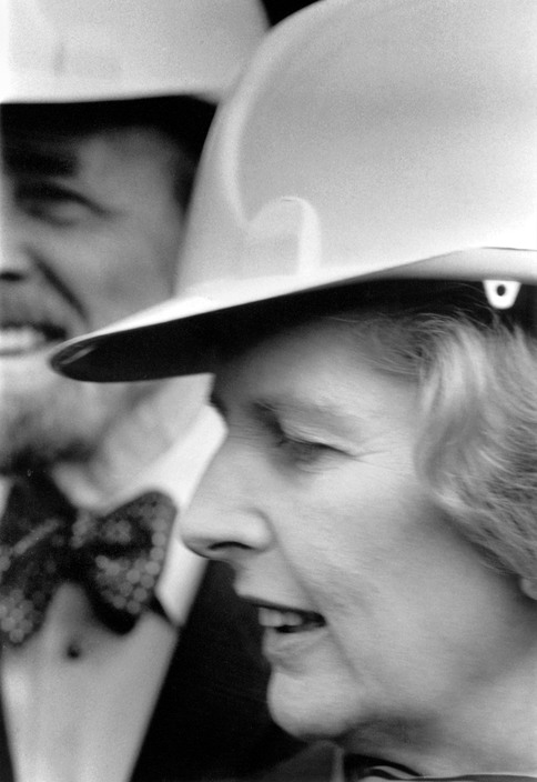 GB. London. Margaret THATCHER visits the construction site of the Thames Barrier.